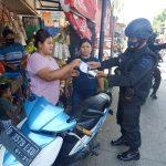 Personil Pasukan Gegana Gelar Patroli Tegakkan Aturan Wajib Masker